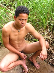 Outdoor solo masturbation of asian stud