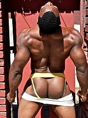 Ebony model Sinjyn shows off his great butt