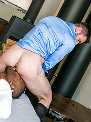 BILLY SANTORO RIDES LAWRENCE PORTLAND'S BIG BLACK COCK