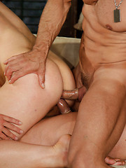 Threesome gays groupsex